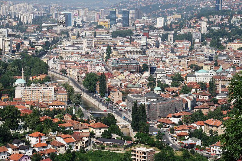 800px-Bosnia_IMG_9398_sarajevo_Miljacka_river